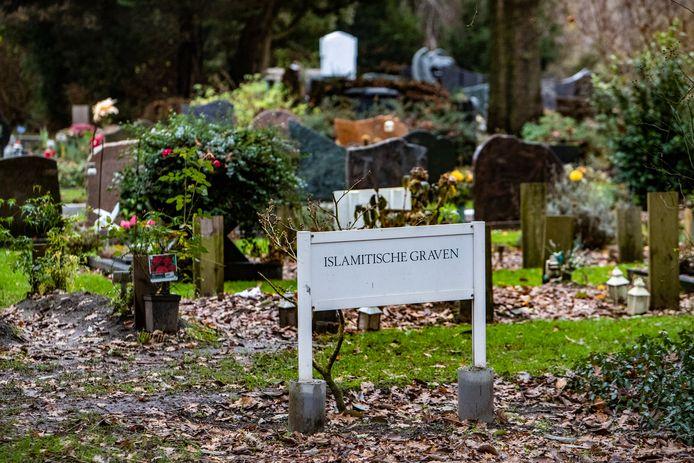 Islamitische graven op een begraafplaats elders in het land.