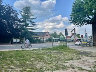 Bushalte of bloemenweide op de hoek van de Kerkeblokken?