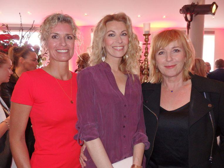 De schrijfsters Patricia Snel en Susan Smit, en de schrijvende actrice Inge Ipenburg (vlnr). Beeld Hans van der Beek