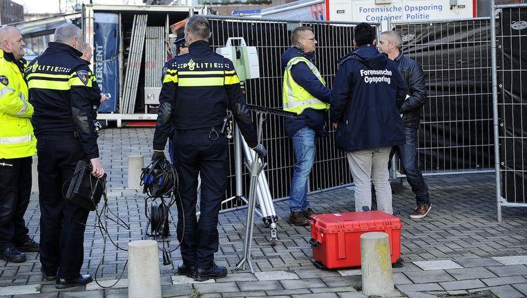 Politie bij een parkeergarage aan de Bart Poesiatstraat in Osdorp waar Ron Nyqvist is doodgeschoten. Beeld anp