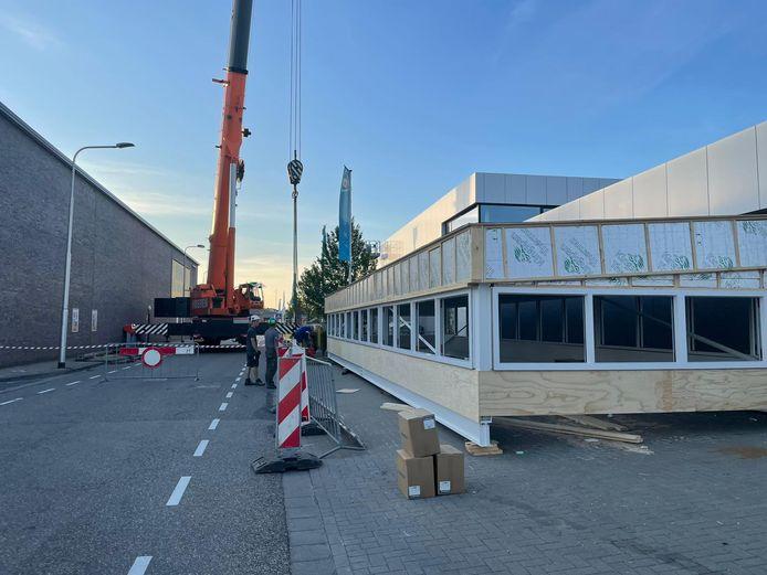 In alle vroegte krijgt Albert Heijn in Hulst een lichtstraat op het dak.