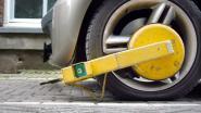 Betrapte bestuurder slijpt wielklem door na alcoholcontrole