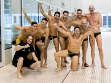 Haagse waterpolovrienden van HZZIAN na tien jaar herenigd in het water: 'We zijn zo ongelooflijk blij'