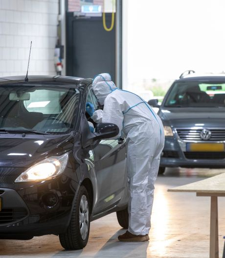 Staafje in de neus en 15 minuten later de uitslag binnen in de Veenendaalse 'snelle teststraat'
