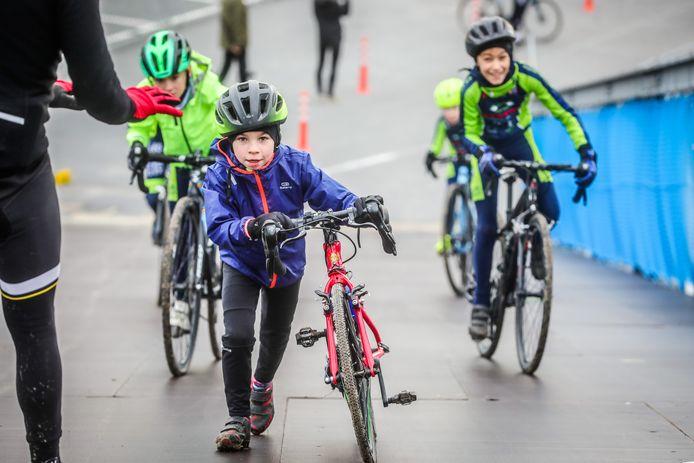 Kinderen mogen het parcours van het WK te Oostende verkennen