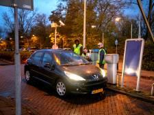 Enorme verkeersdrukte bij Vlietland: 'je komt het parkeerterrein niet meer af'