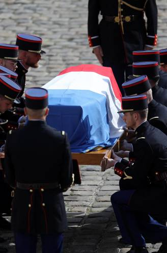 """REPORTAGE. """"Bedankt Bébel"""": Frans icoon Jean-Paul Belmondo uitgewuifd met uitzonderlijk eerbetoon"""