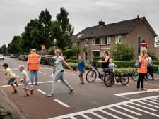 Gemeente Dongen wil gevaarlijke kruising met slagbomen beveiligen