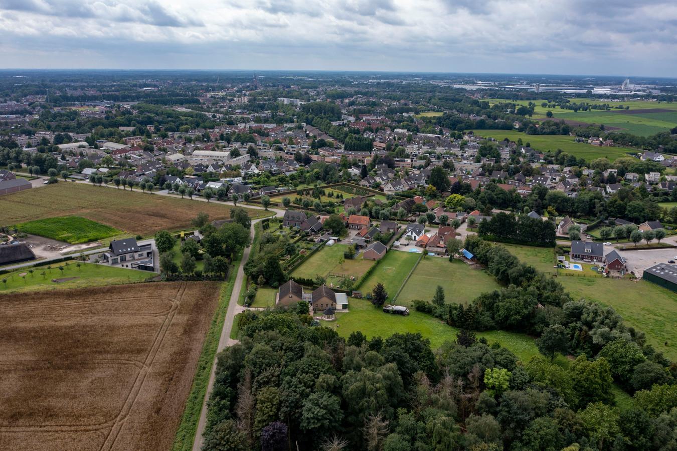 Selecteer foto Etten Leur - Pix4Profs - Joris Buijs Drone foto vanaf de Meeuwisdijk, met in het midden de Sander, links het Slagveld en rechts stal 't Sander.