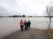 Rhenen maakt zich op voor hoogwater: wegen en parkeerterrein afgesloten