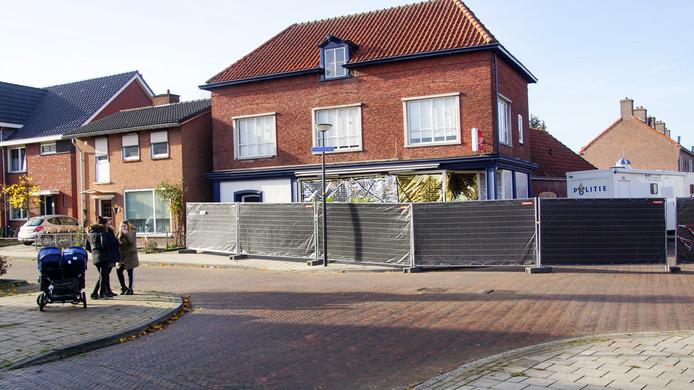 Het pand aan de Van Leeuwenhoekstraat, waar de vier vermoorde mannen werden aangetroffen.
