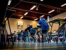 Eindexamenzweet in de gymzalen van Maas en Waal, scholen niet gehinderd door coronamaatregelen