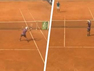 Wanneer de stoppen plots doorslaan: tennisser mept verlichting aan diggelen, ref ei zo na bedolven onder scherven