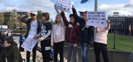 Protesterende boeren in Den Bosch zijn creatief: dit zijn hun opvallendste slogans