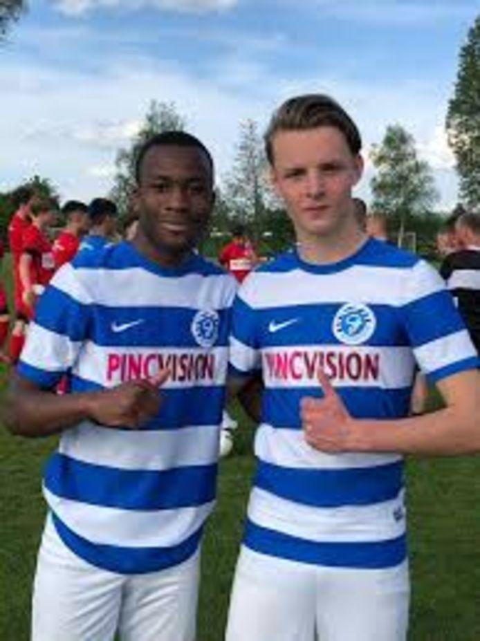 Nourdin Bergwerff (r) samen met toenmalig ploeggenootje Samba Will op stage bij De Graafschap. De twee speelden voor USV Elinkwijk Onder 17.