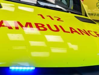 Bromfietser lichtgewond bij aanrijding in Hoogkamerstraat