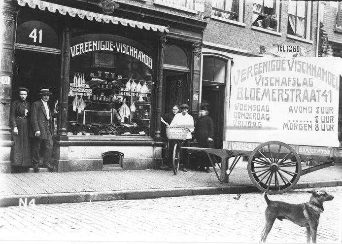 Deze afbeelding van de etalage van de Vereenigde Vischhandel aan de Bloemerstraat in Njmegen prijkt op de flyer over het 024 GesciedenisWeekend.