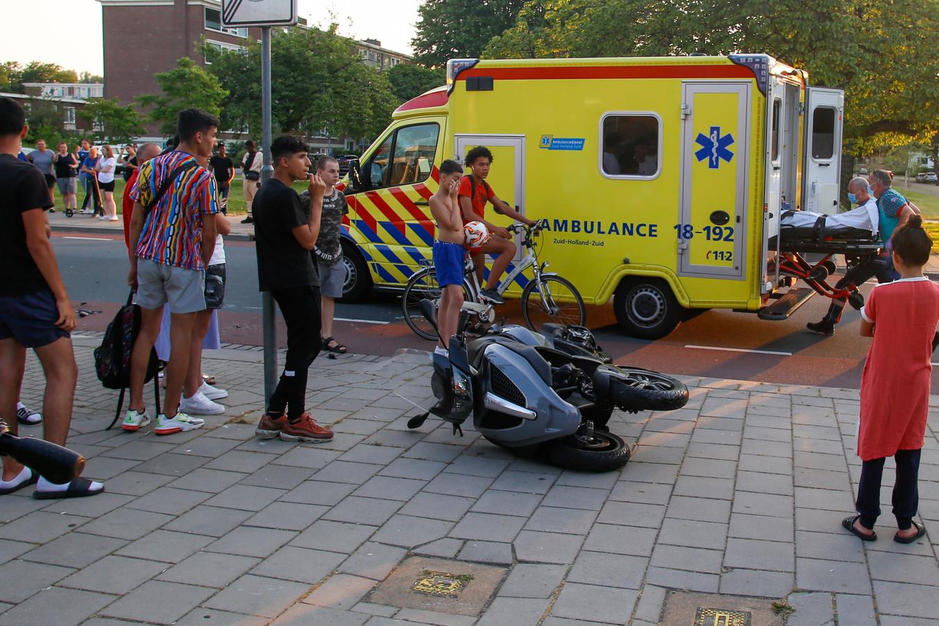 De scooterrijder klapte bij het uitrijden van de Kranenburgstraat op een auto die over de Thorbeckeweg reed.