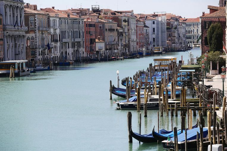 Uniek zicht: niemand te zien in Venetië, zelfs niet op het water. Beeld Photo News