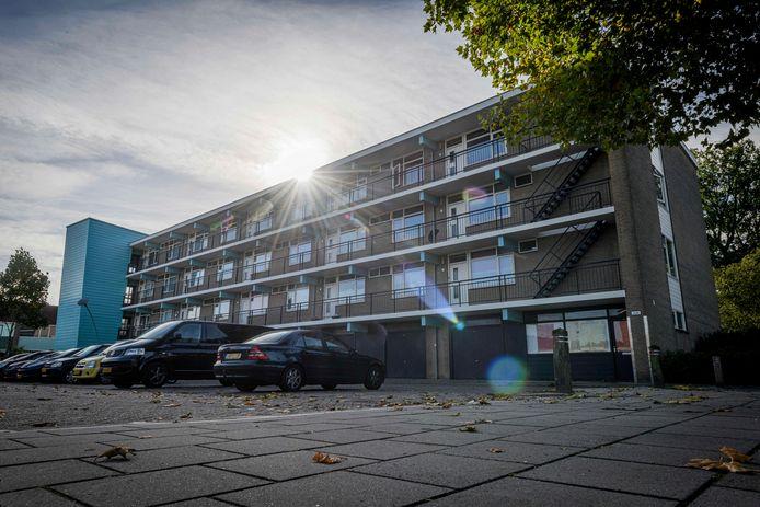 Woensdag  was er een kort geding tussen Beter Wonen en de huurder in dit appartementencomplex aan de Rameaustraat. de inzet van de rechtszaak: ontruiming.