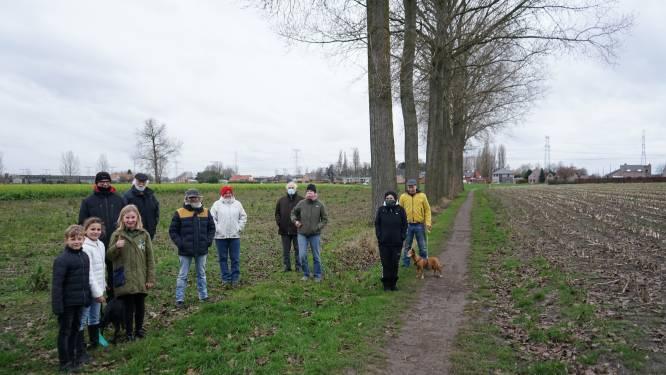 """Protest tegen massale bomenkap: """"Aan een heraanplant hebben we nu niks, laat gezonde exemplaren staan"""""""
