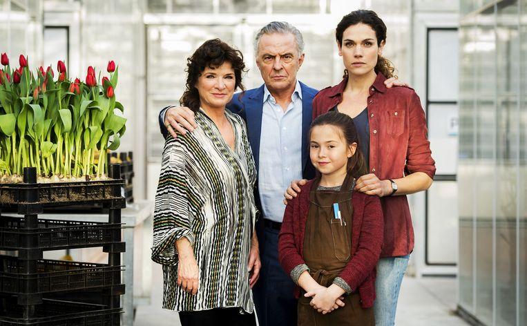 (vlnr) Linda van Dyck, Huub Stapel, Anna Drijver en Puck van Stijn op de set van de nieuwe Nederlandse dramaserie Zwarte Tulp. Beeld ANP
