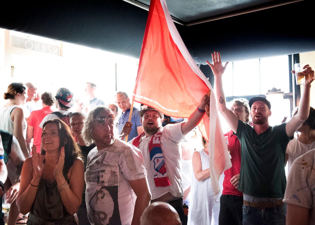 Wonder van galgenwaard brengt utrechtse fans in vervoering for Cafe de poort utrecht
