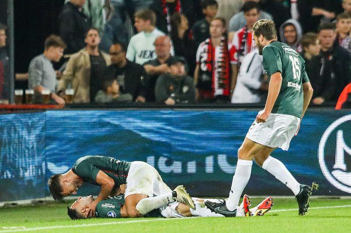 Calvin Verdonk wordt omhelst door Souffian El Karouani nadat hij NEC op een 2-3-voorsprong heeft geschoten tegen Feyenoord.