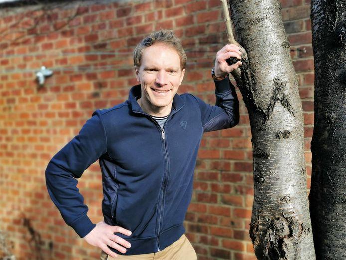 Kinder- en jongerencoach Pieter Michiels (40) uit Halle biedt zijn diensten gratis aan.