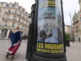 Burgemeester waarschuwt met reclameborden voor vluchtelingen