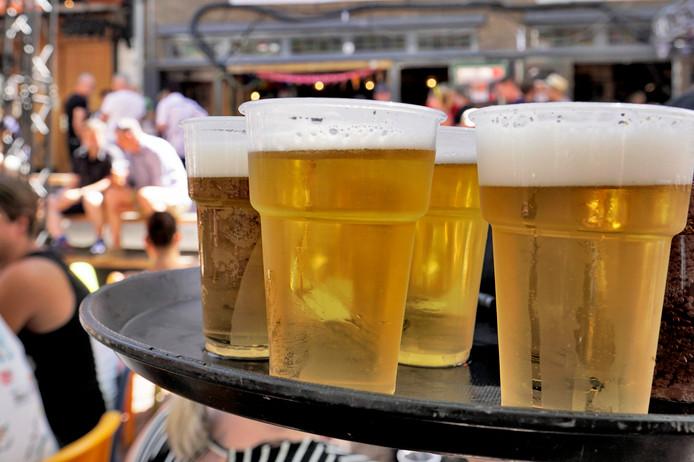 Het is nog altijd te gemakkelijk voor jongeren onder de achttien jaar om alcoholische dranken te bestellen bij de horeca in Roosendaal. Dat blijkt uit de jongste onderzoekscijfers van de GGD.