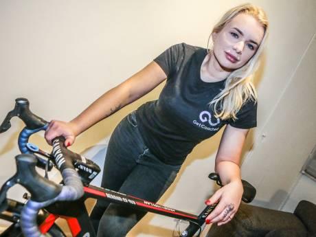 """La colère de l'ancienne cycliste Tara Gins, qui a vu un job lui échapper à cause de """"photos inappropriées"""""""