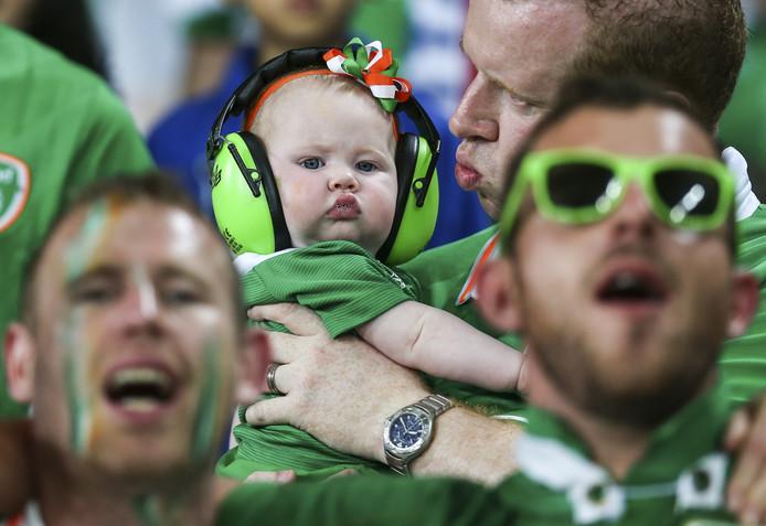 Lief! Ierse fans - jomg en oud - stalen de show bij het EK in Frankrijk.