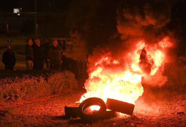 Blokkades in Boulogne-sur-Mer gisteravond. Beeld AFP