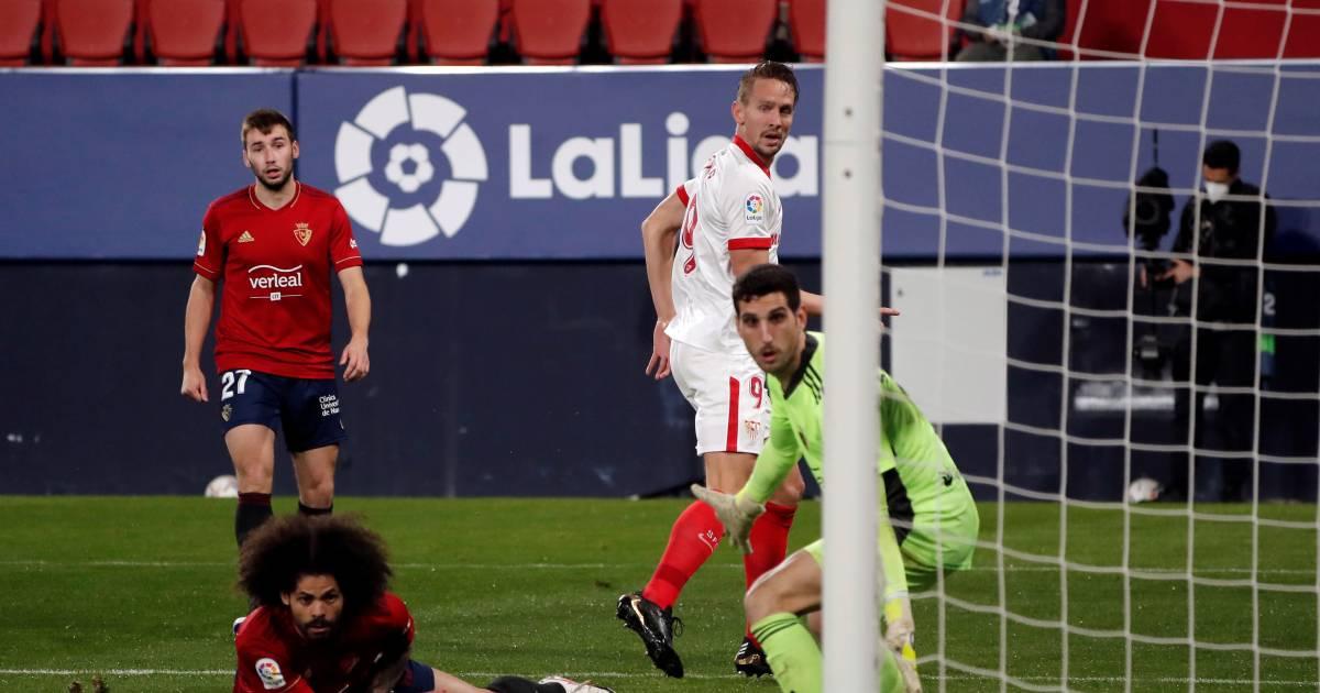 Luuk de Jong helpt Sevilla met een magistrale hakbal naar plaats drie in La Liga - AD.nl