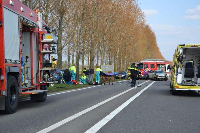 Hulpdiensten rukten massaal uit voor een ernstig ongeval op de A15 bij Bemmel.