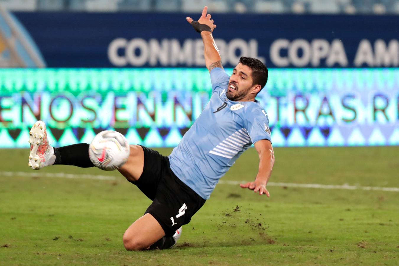 Luis Suárez in actie tijdens het duel met Bolivia.