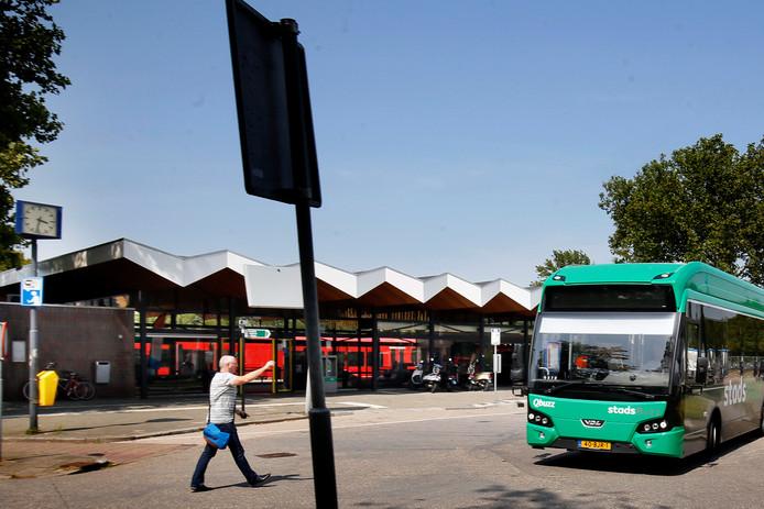 Er zou sprake zijn van regelmatig uitval van buslijnen, waardoor passagiers voor niets staan te wachten.
