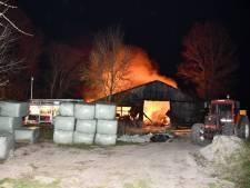 Grote uitslaande brand met explosies in Poortvliet