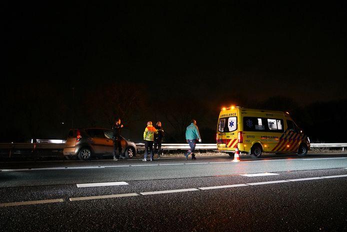 Een automobilist raakte woensdagochtend gewond toen op de A12 tussen Zevenaar en Arnhem.