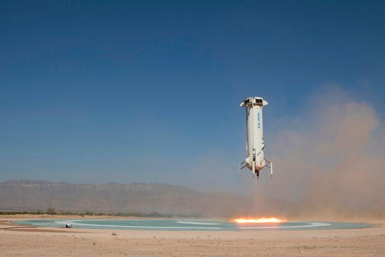 Blue Origin, het ruimtevaartbedrijf van Amazon-baas Jeff Bezos, voerde een negende geslaagde testvlucht uit met zijn New Shepard-raket. Beeld AP