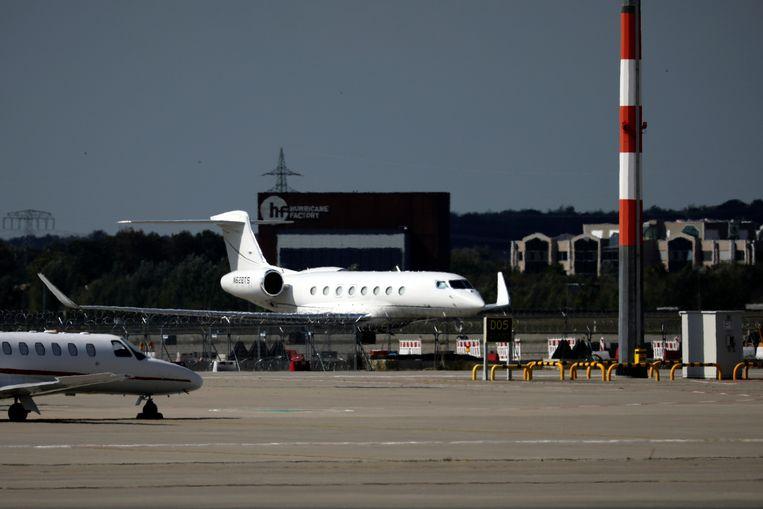 Het privévliegtuig van Tesla-topman Elon Musk op een Duitse luchthaven, vorig jaar september.  Beeld REUTERS