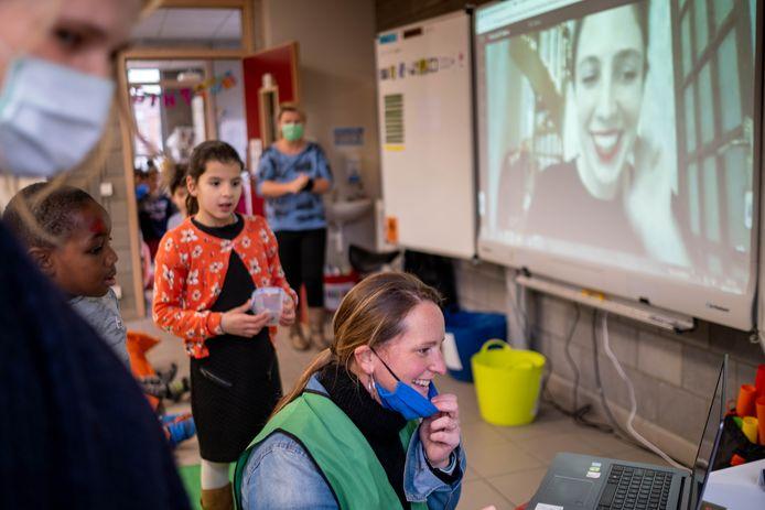 MECHELEN Michèle Cuvelier leest live online voor aan het tweede leerjaar van basisschool O.L.V.