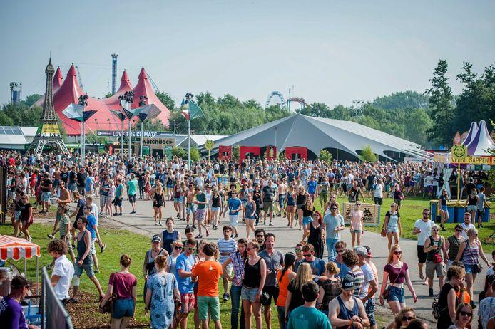 Lowlands-bezoekers moeten voorlopig nog even afwachten of het festival in Biddinghuizen wel doorgaat dit jaar.