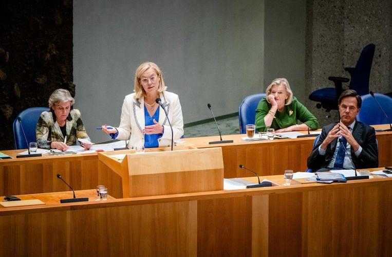 Minister Sigrid Kaag van Buitenlandse Zaken (D66), minister Ank Bijleveld van Defensie (CDA), premier Mark Rutte en staatssecretaris Ankie Broekers van Justitie en Veiligheid tijdens het debat in de Tweede Kamer over de situatie in Afghanistan.  Beeld ANP