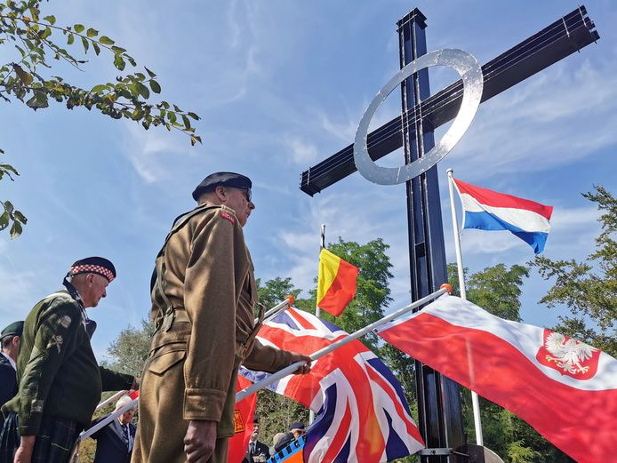 Herdenkingsceremonie bij Het Pools Kruis in Axel.