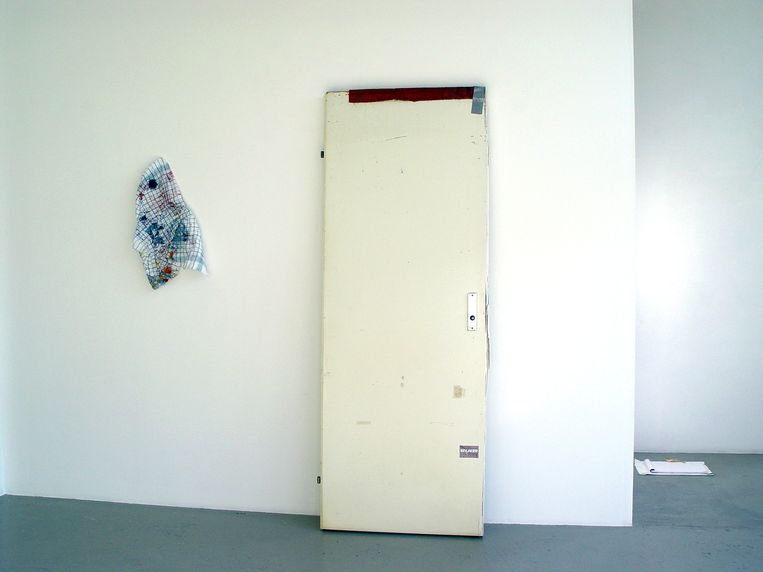 Holths werk wordt wel eens aangezien voor afval. Zo gooiden schoonmakers in Rotterdam een van zijn creaties in de vuilniswagen.  Beeld