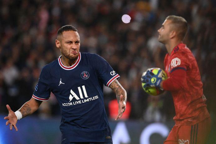 Neymar juicht na zijn gelijkmaker.
