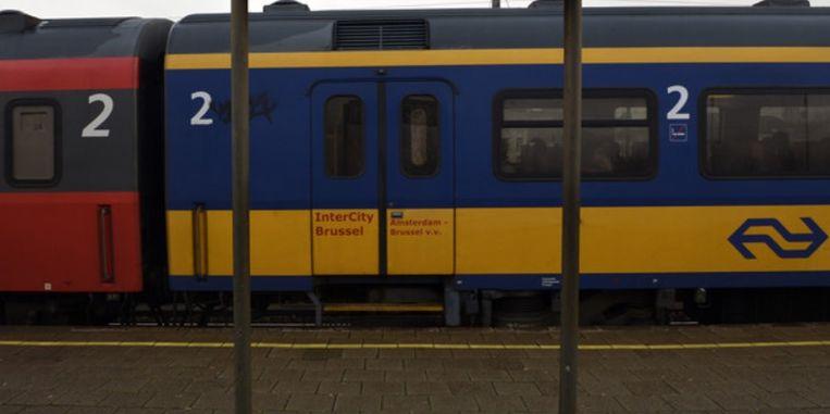 De laatste trein van Brussel naar Amsterdam (IC 9271) is gisterenavond laat in panne gevallen in Brecht. Beeld belga