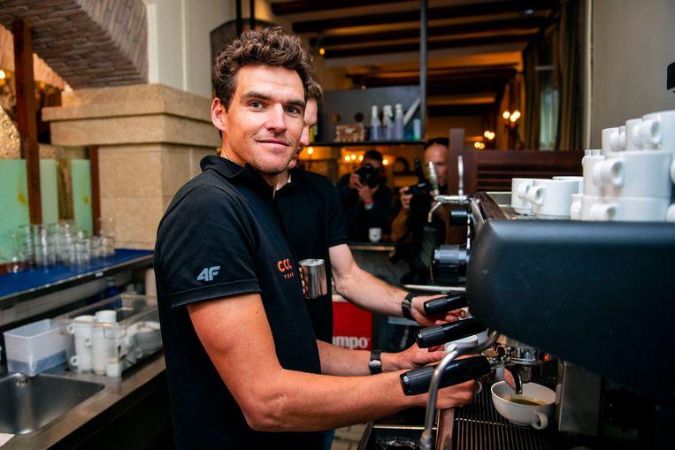 Ook op stage bij CCC, de ploeg van Greg Van Avermaet, staat een dure koffiemachine. Beeld Photo News